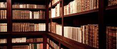 Nahliadni do najkrajšej knižnice na Slovensku, v ktorej nájdeš viac ako 17 000 dokumentov