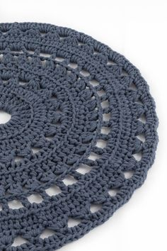 Second Hand Red Carpet RunnerCarpet Runners And Stair Treads Crochet Doily Rug, Crochet Rug Patterns, Crochet Carpet, Crochet Wool, Crochet Motifs, Crochet Stitches, Tapete Doily, Knit Rug, Mode Crochet