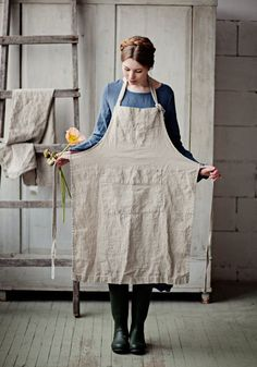 NATURAL TRADITIONAL APRON