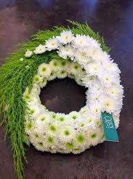 A beautiful arrangement for an urn service. Arrangements Funéraires, Creative Flower Arrangements, Funeral Flower Arrangements, Beautiful Flower Arrangements, Funeral Flowers, Flower Centerpieces, Beautiful Flowers, Ikebana, Arte Floral