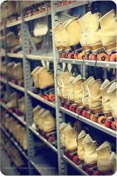 rollerskates: I remember roller skating while in Elementary school Oldies But Goodies, Look Vintage, Vintage Toys, Vintage Stuff, Vintage Music, Antique Toys, Vintage Photos, Ideas Conmemorativas, Event Ideas