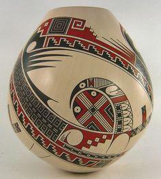 Mata Ortiz pottery Native American Baskets, Native American Artwork, Native American Pottery, American Indian Art, Mexican Style Decor, Vases, Pueblo Pottery, Native Design, Terracota