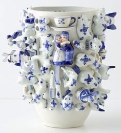 """""""Souvenir"""" vases are the part of the Wonderable collection by Dutch designer Carla Peters. Vases are covered with little ceramic Dutch trinkets in """"Delft blue"""" style and they represent real Dutch souvenir with a twist. Ceramic Clay, Ceramic Vase, Ceramic Pottery, Blue And White China, Blue China, Delft, White Porcelain, White Ceramics, Art Deco"""