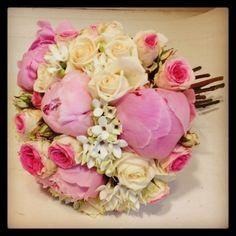 Bouquet de novia, rosa y blanco con peonias, rosas y bouvardia. Muy romántico!!!