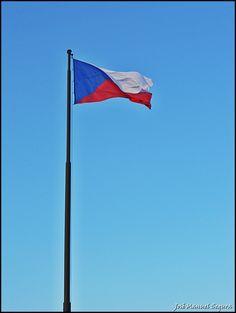 Bandera nacional checa en Národní památník na Vítkově (Praha -czech Republic)