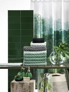 Urban Jungle Mood - H&M Home Green & Gold Tropical bathroom green bathroom decor - Bathroom Decoration Tropical Bathroom Decor, Green Bathroom Decor, Tropical Home Decor, Boho Bathroom, Bathroom Trends, Bathroom Styling, Tropical Furniture, Tropical Colors, Tropical Vibes