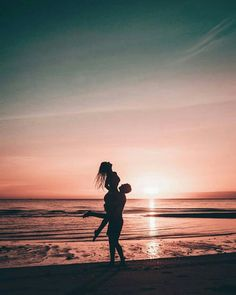 """""""I want to travel the world with you, catch sunsets, kiss you on top of every mountain we climb, take pictures of you, watch the stars on an empty f. Photos Bff, Cute Couples Photos, Cute Couples Goals, Couple Goals, Couple Beach Pictures, Beach Photos, Couple On The Beach, Couple Pics, Photo Couple"""