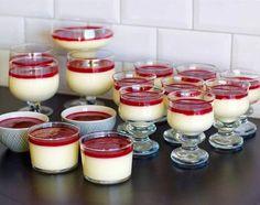 Pannacotta utan gelatin - ZEINAS KITCHEN Pudding Desserts, No Bake Desserts, Snack Recipes, Dessert Recipes, Snacks, Lchf, Lemon Curd Cheesecake, Zeina, Swedish Recipes