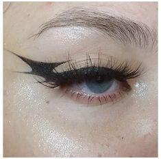 Punk Makeup, Gothic Makeup, Grunge Makeup, Eye Makeup Art, Makeup Inspo, Makeup Ideas, Edgy Eye Makeup, Black Makeup, Grunge Hair