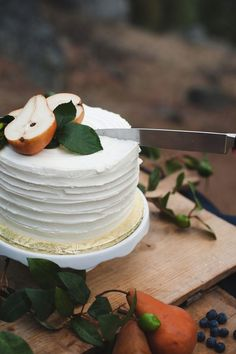 13 Stunning Wedding Cakes Topped With Fruit