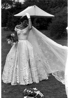 Jacky Kennedy en robe de mariée en 1953 http://www.vogue.fr/mariage/inspirations/diaporama/robes-de-marie-vintage-vues-sur-pinterest-dior-ysl-balenciaga-pierre-cardin-birkin-bardot/22344#jacky-kennedy-en-robe-de-marie-en-1953