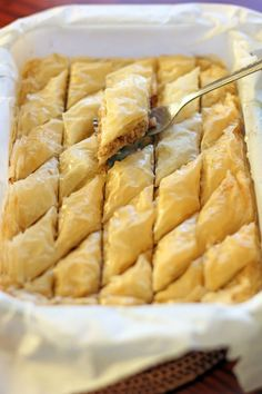 Baklava is a very rich sweet pastry made out of layers nuts and filo pastry sweetened with sugar syrup and& honey. Its main characteristic is crunchy, nutty and very sweet (one of the sweetest desserts I tried). Greek Sweets, Greek Desserts, Just Desserts, Delicious Desserts, Dessert Recipes, Yummy Food, Turkish Recipes, Greek Recipes, Comida Armenia