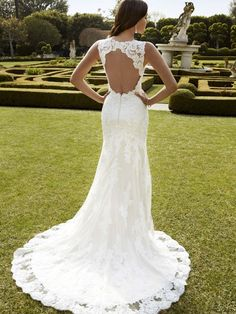 Gorgeous keyhole low back! Inaru 2016 Corded Lace/Chantilly Lace make for a beautiful dream come true!