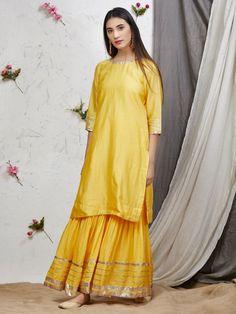 Ladies kurta : Buy Designer Womens kurtis Online - The Loom Sarara Dress, Dress Outfits, Formal Outfits, Dresses Dresses, Lovely Dresses, Stylish Dresses, Beautiful Outfits, Frock Fashion, Fashion Outfits
