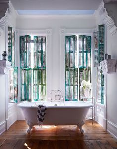 Sophisticated turquoise bath