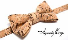 Pajarita en corcho diseñada y creada por ARQUIMEDES LLORENS - color DARK - Bow tie cork - Tuxedo Style - Esmoquin - Classic - Hipster - cork - corcho - pajarita - bowtie - arquimedes - llorens - original - pajaritas - vegan - unisex - ropa - complementos - accesories - accesorios - hombre - mujer - woman - man
