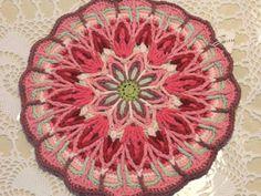 alice brans posted overlay mandala 1 to their -crochet ideas and tips- postboard via the Juxtapost bookmarklet. Crochet Mandala Pattern, Crochet Square Patterns, Crochet Circles, Crochet Blocks, Crochet Potholders, Crochet Doilies, Crochet Home, Beautiful Crochet, Crochet Projects