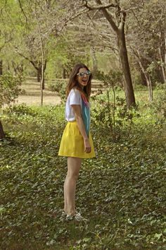 Maria_marti_style-skirt_stradivarius_yellow-tshirt_zara_white-Scarf_colors_primark-sneakers_xti-glasses_zara_green-style-outfits-fashion-madrid-ootd-it_girl