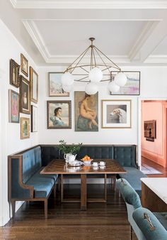 If you are looking for a classic with a modern twist design for your breakfast nook area than this is the space for you.  The blue velvet bench seats, with the vintage artwork and modern brass chandelier is incredible #breakfastnook #nookideas