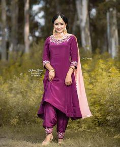 Punjabi Suits Designer Boutique, Indian Designer Suits, Punjabi Boutique, Beautiful Dress Designs, Stylish Dress Designs, Embroidery Suits Punjabi, Embroidery Suits Design, Patiala Suit Designs, Kurti Designs Party Wear