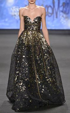 Naeem Khan Fall/Winter I am in love with this sheer black gown with amazing golden flakes throughout, and not to mention the stunning golden beading along the waistline and cascading through the skirt. Definitely in my top dresses of all time. Lovely Dresses, Beautiful Gowns, Elegant Dresses, Beautiful Outfits, Beautiful Beautiful, Naeem Khan, Couture Dresses, Dream Dress, Pretty Outfits