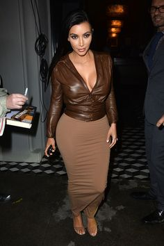 Kim Kardashian Supports Bruce Jenner 'No Matter What'. Kim Kardashian shows some cleavage in a sexy brown ensemble while stepping out after dinner at Craig's on Monday (January in Los Angeles. Kim Kardashian Show, Kardashian Style, Kardashian Jenner, Kardashian Family, Kim K Style, Love Her Style, Style 2014, Brown Outfit, Brown Skirts