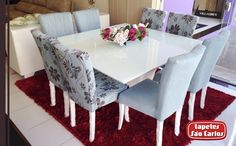Veja como essa sala de jantar ganhou vida com esse lindo Joy Cereja, aliado à leveza das cadeiras delicadas em azul claro, na Iana Bittencourt Móveis e Decoração - Rua 2 de Julho, 70 - Porto Seguro. #Joy #TapetesSaoCarlos