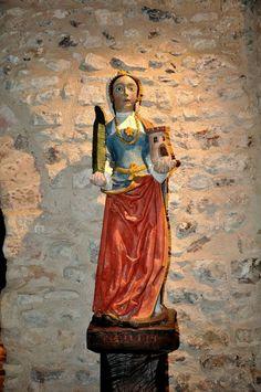 saulges, Mayenne. Sainte Barbe - Terre cuite polychrome du XVIème siècle.