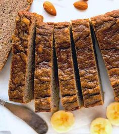 Low carbohydrate banana bread with almonds and coconut - Koolhydraatarm Dutch Recipes, Clean Recipes, Healthy Baking, Healthy Snacks, I Love Food, A Food, Low Carb Lunch, Best Dinner Recipes, Other Recipes