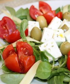 Sorts of Healthy: Receita de Salada Grega Tradicional Uma bela salad. Greek Salad Recipes, Diet Recipes, Vegetarian Recipes, Healthy Recipes, Healthy Dishes, Healthy Eating, Traditional Greek Salad, Easy Recipes For Beginners, Vegan Foods