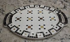 Bandeja con mosaico veneciano estilo clásico Mosaic Patterns, Stepping Stones, Sweet Home, Diy Crafts, Mosaics, Outdoor Decor, Life, Home Decor, Art
