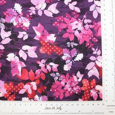 Maravillosa tela de patchwork con flores en tonos morados