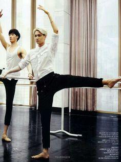 Kai practicing his ballet. I've never seen a boy that does ballet, Kai makes it look really beautiful. Chanyeol Baekhyun, Exo Kai, Got7, Rapper, Xiuchen, Culture Pop, Billy Elliot, Kim Minseok, Big Bang