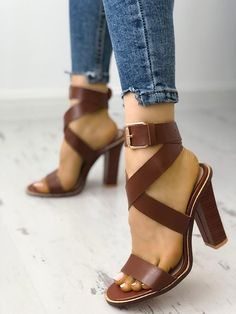 f7715d3b7e8 Shop Casaul Buckle Design Crisscross Chunky Sandals – Discover sexy women  fashion at IVRose