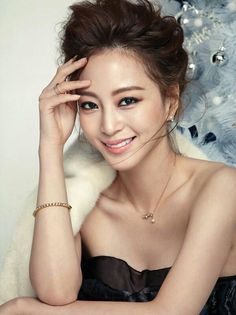 Han Ye Seul displays her classic beauty dressed in party outfits in additional photos for 'Cosmopolitan' Birth Of A Beauty, Han Ye Seul, Beauty Makeup, Hair Beauty, Beauty Tips, Korean Actresses, Celebs, Celebrities, Classic Beauty