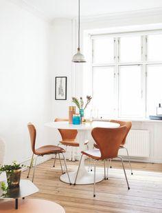 Interior Styling, Interior Design, Stylish Chairs, Minimalist Home Decor, Small Apartments, Home Decor Styles, Small Living, Chair Design, Pantone
