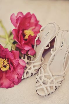 white strappy wedding shoes @weddingchicks