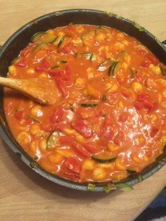 Gesunde Spätzle-Pfanne mit Paprika und Zucchini