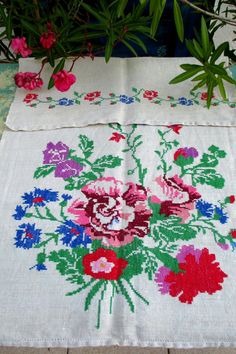 561. European flax linen decor towel, vintage organic linen towel, handloomed pure flax linen towel, homespun hand embroidered towel Hungarian Embroidery, Vintage Embroidery, Embroidered Towels, Decorative Towels, Woven Wrap, Linen Towels, Off White Color, Red Flowers, Organic
