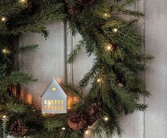What do cotton wool pads and swimming noodles with DIY Christmas decorations have .- Was haben Wattepads und Schwimmnudeln mit DIY Weihnachtsdeko Ideen zu tun? DIY christmas decoration ideas, christmas wreath, door decoration with fairy lights - Merry Little Christmas, Noel Christmas, Country Christmas, Winter Christmas, Christmas Lights, Christmas Decorations, Primitive Christmas, Simple Christmas, Christmas Quotes