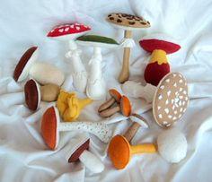 funghi commestibili e velenosi in feltro. dimensioni 5,5 - 1 funghi in feltro feltro  fibra cava cucire  a mano