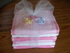 excellent baby burp cloth tutorial!  prefolded diapers, some fabric remnants and ribbon.  definitely trying this out!
