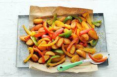 Handig: je bereidt de aardappelen en groenten gewoon samen in één ovenschaal - Recept - Allerhande