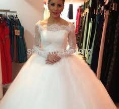 Resultado de imagen para vestidos de novia corte princesa con cola larga