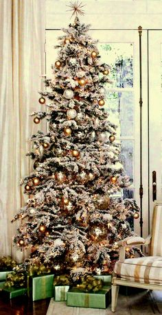 Southern Living Christmas At Home Now this is a tree! Noel Christmas, All Things Christmas, Winter Christmas, Vintage Christmas, Frosted Christmas Tree, Flocked Christmas Trees Decorated, Xmas Tree, Christmas Tree Decorations, Holiday Decor
