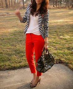 Red Pants + Striped Blazer, what a classic look! Orange Pants Outfit, Striped Blazer Outfit, Look Blazer, Striped Jacket, Knit Blazer, Orange Dress, Work Fashion, Fashion Outfits, Red Pants Fashion