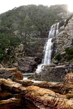Uma cachoeira na Trilha da Lontra, África do Sul