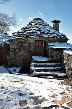 Stone cottage in Portugal. Photo by peneda - Stone cottage in Portugal. Photo by peneda - Stone Cottages, Cabins And Cottages, Stone Houses, Beautiful Homes, Beautiful Places, Cute Cottage, Rustic Cottage, Cottage Homes, Little Houses