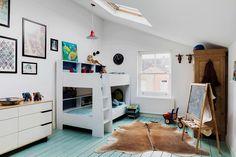 Scandinavian style kids' bedroom with corner bunk bed [Design: Homewings]