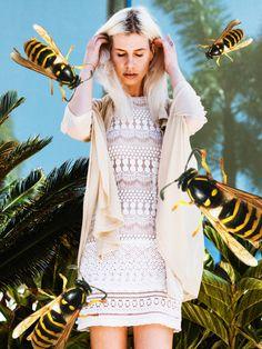Bzzzzz Bzzzzz - So schön der Sommer dieses Jahr auch ist, eins nervt tierisch: die aktuelle Wespenplage.Wir haben drei Tipps, wie ihr euch modisch wehrt.